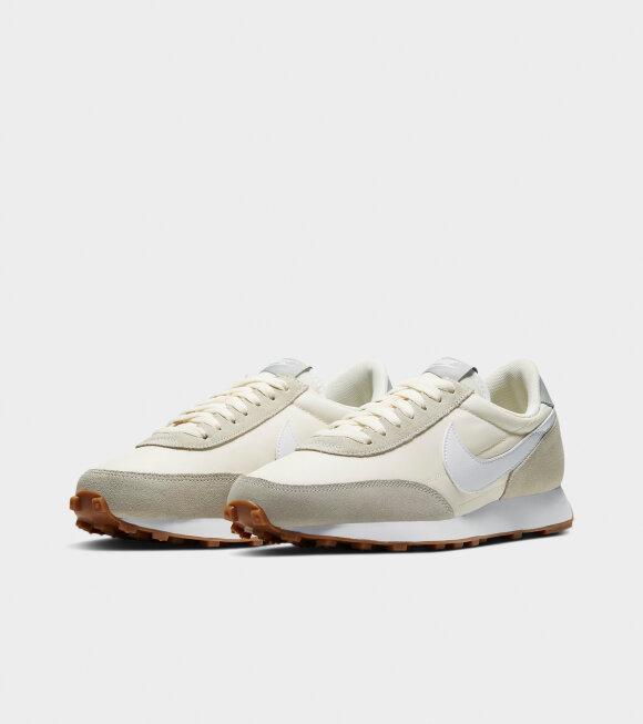 Nike - Daybreak Summit White